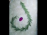 Художница, рисующая в технике эбру, создает цветы прямо на воде