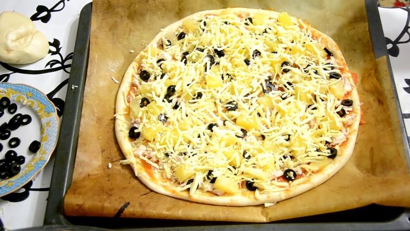 Гавайская пицца с курицей и ананасом . Вкусно и быстро!