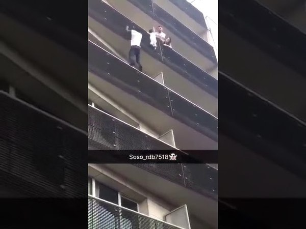 A Hero climbs a 6 storey building in Paris to rescue a child close to fall