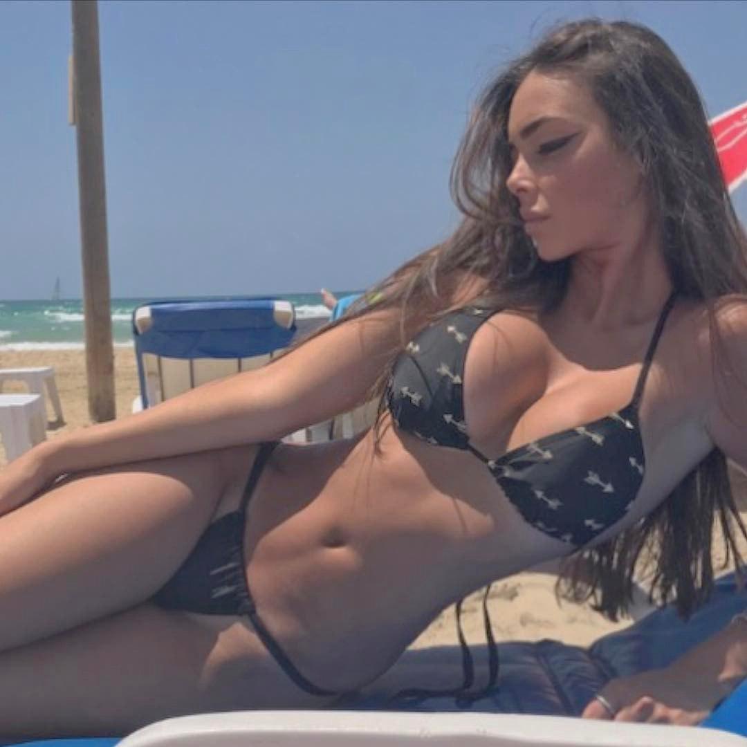 Skinny slut pisses selfie in her bikini