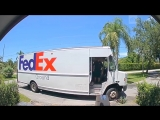 Курьер в Майами швырял коробки с дорогим оборудованием