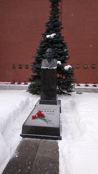 Идеолог и автор внешней политики на старте СССР. Журнальчики философские выпускал.