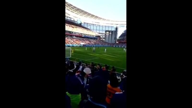 Японцы поют 'Катюшу' на стадионе в Екатеринбурге. Катюша - вместе, а Курилы - врозь!