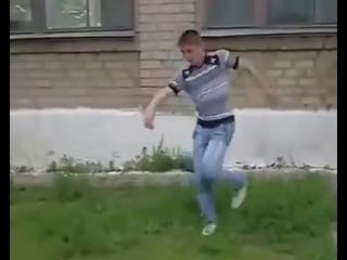 Прыжок со школы - мем, который никогда не умрет