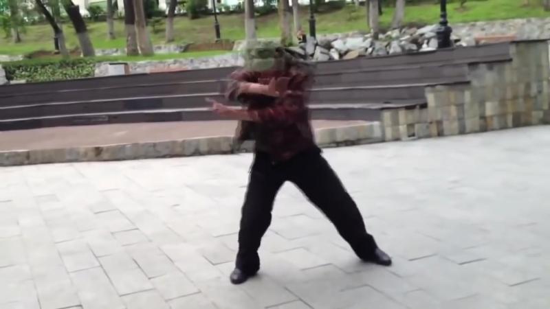 Алкаши танцуют под музыку!Смотреть всем!)Круто!).mp4