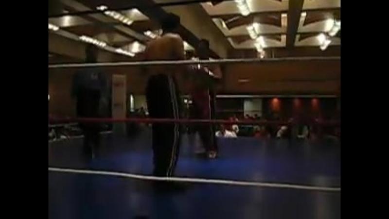 Hugo Lara vs El Rojo Fiesta americana.