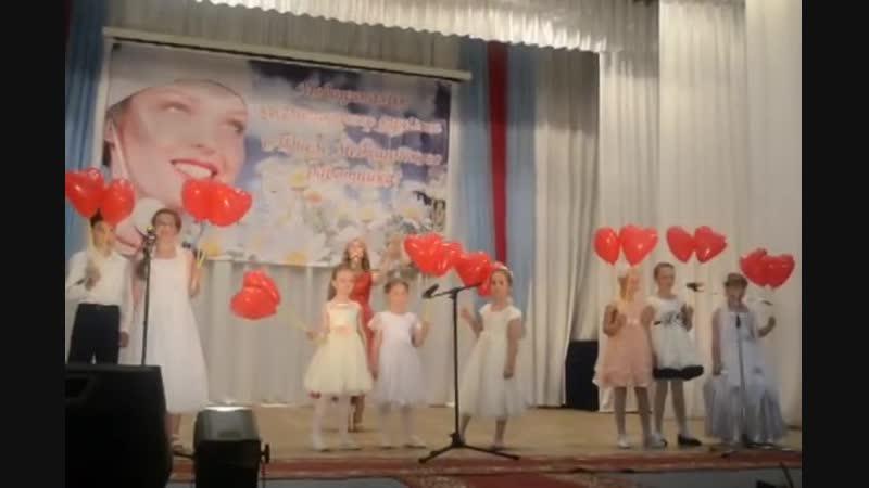 песня Белые халаты солистка Милана Ильчук