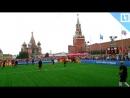 Блогеры играют в футбол на Красной площади