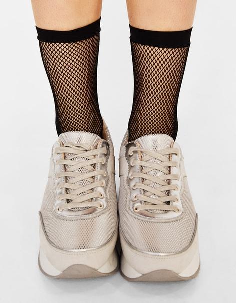 Черные носки в сеточку