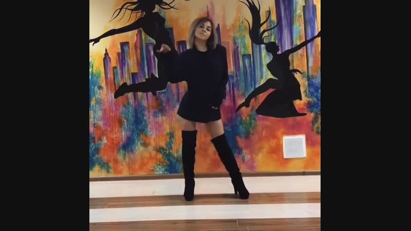 суперский танец от юной малышки на вебку ) Тася Кривун на видео ) не школьница )