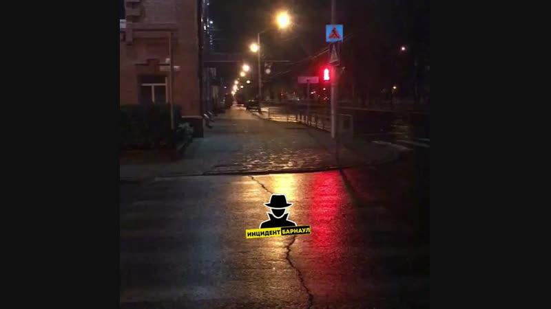 ДТП на проспекте Ленина, где парень на шестерке пытаясь уйти от погони совершил