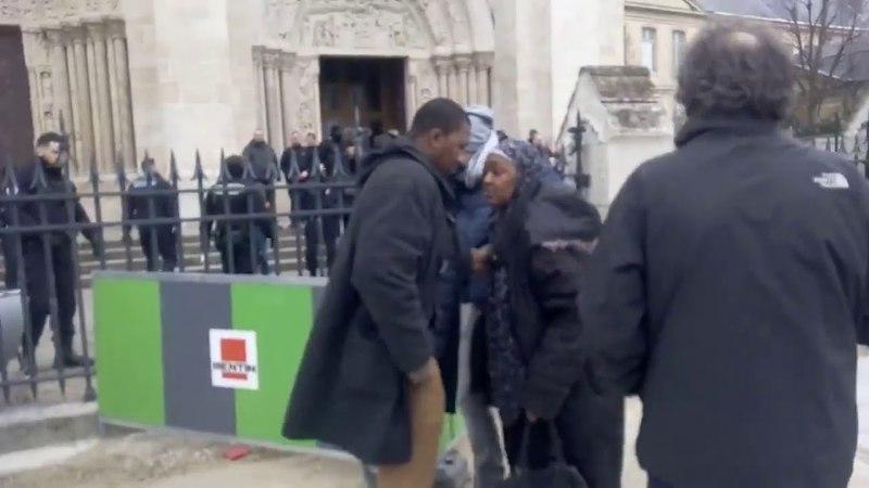 Сен-Дені Франція Мусульманські іммігранти атакують католицьку церкву