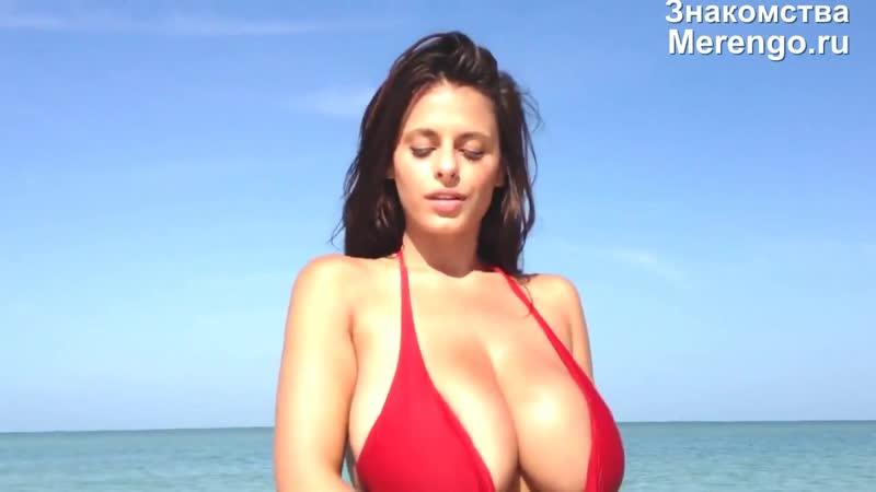 Сучка тягает вымя по пляжу (Эротика со зрелыми женщинами, mature, MILF, Мамки, XXX)(hotmoms_18plus)