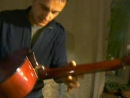 КАК ИГРАТЬ В ТРАВЕ СИДЕЛ КУЗНЕЧИК НА ГИТАРЕ. Как не купить паленую гитару?? как правильно выбрать недорого гитару.