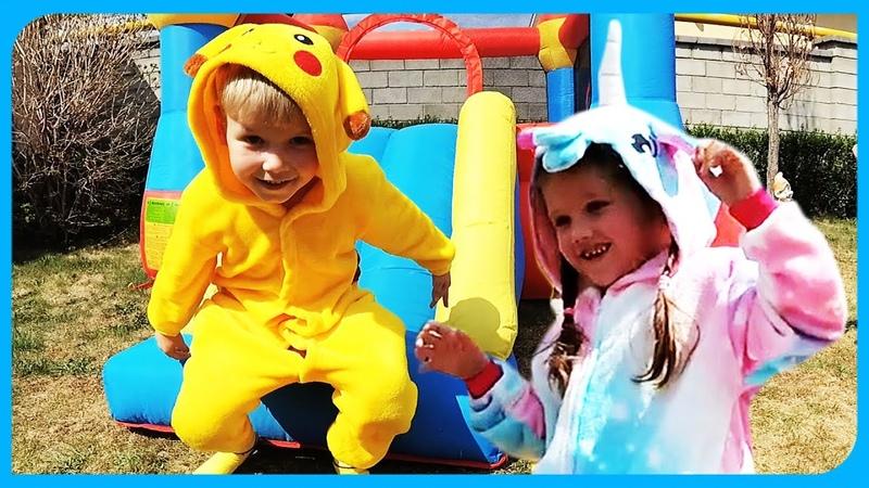 Покемон ПИКАЧУ и Единорожка прыгают на батуте и на мячиках на TUMANOV FAMILY