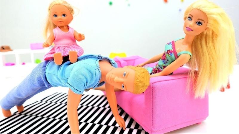 Spielspaß mit Puppen - Evi spielt mit Papa - Barbie auf Deutsch