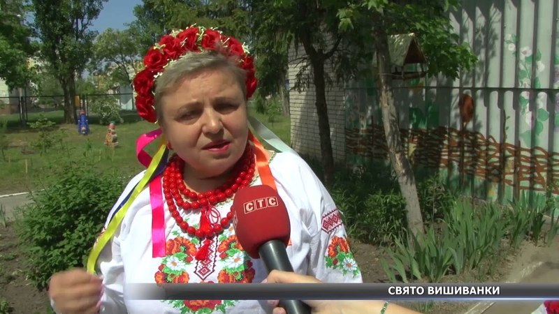 Показ в українських вишиванках влаштували вихованці центру дітей - інвалідів