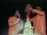 Sai Love No. 50 - Vibhuti Abhishek for Shirdi Sai in the Prasanthi Poornachandra Hall in the 1970's