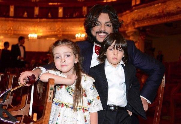 Зрителей возмутил ремонт для Филиппа Киркорова и его детей от «Первого»!
