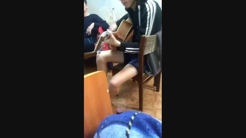 Рома дрочить гитару