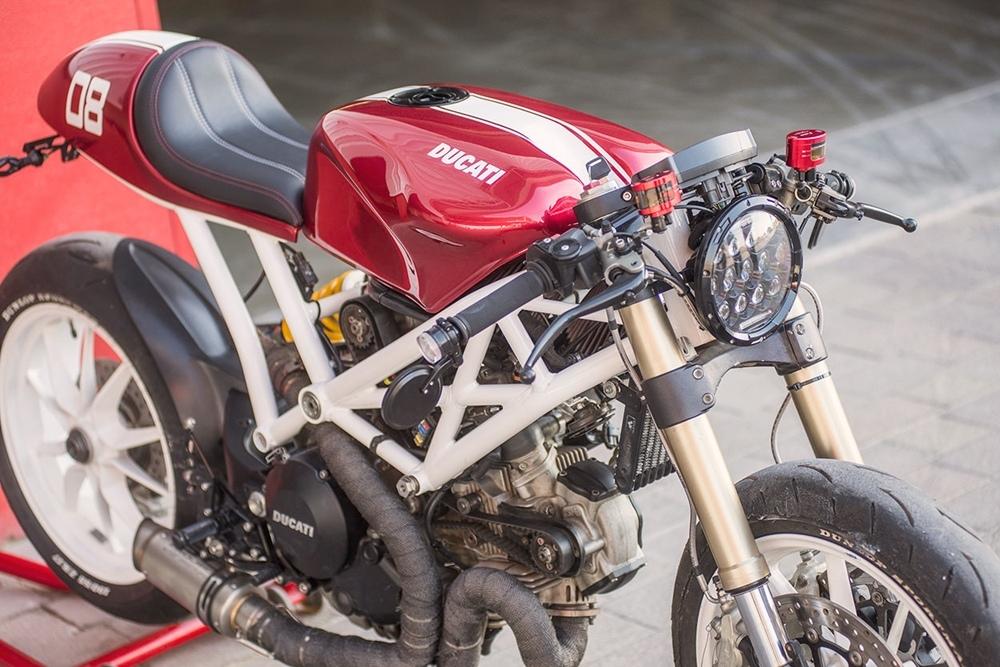 Кафе рейсер Ducati Monster 1100 EVO