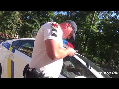 Два говноеда патрульной полиции, Жилко и Фролов, клепают постановления