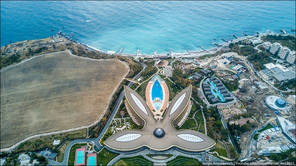 Сбербанка в Крыму нет, а огромный лакшери-отель есть