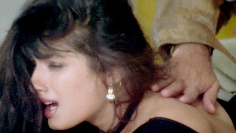 Raveena Tandon, Gulshan Grover - Imtihaan Scene 4/13