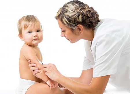Одной из самых ранних вакцин, рекомендованных для детей, является вакцина против ротавируса.