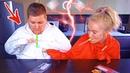 ЧЕЛЛЕНДЖ МАЛЕНЬКИЕ РУЧКИ 3 TINY HANDS CHALLENGE 🤲 ПОПРОБУЙ ДОРВАТЬСЯ ДО ЕДЫ ПЕРВЫМ веселая игра