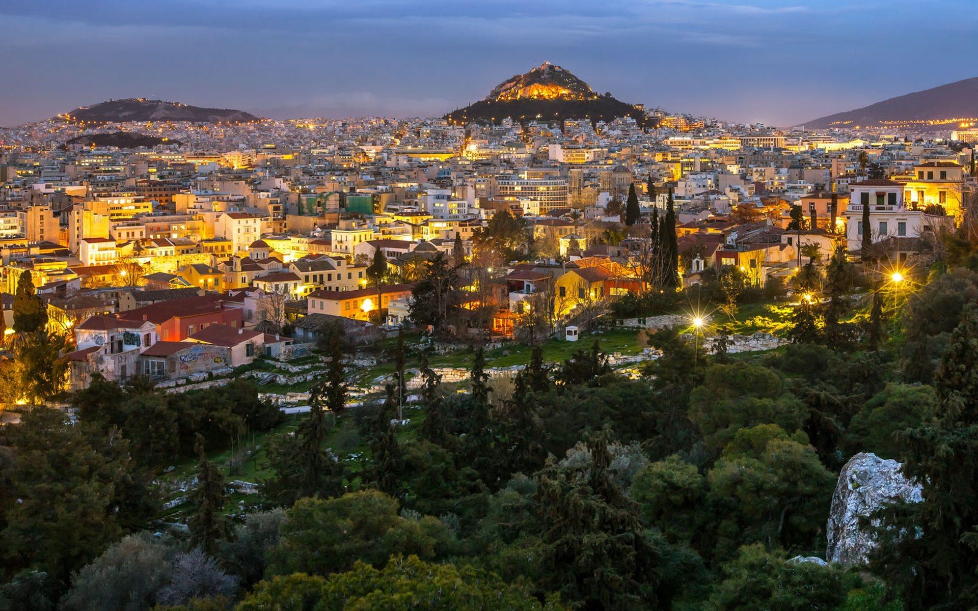Историческая часть Афин вечером