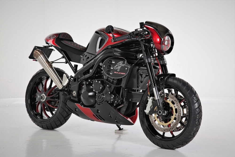 Sculpt Moto: нео кафе рейсер Triumph Speed Triple