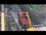 Экскаватор копает воздух в Ярославле