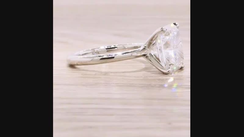 Очень красивое кольцо! Белое золото 750/ Центральный камень Cushion 2,7 ct. На заказ. Срок исполнения 7 дней.
