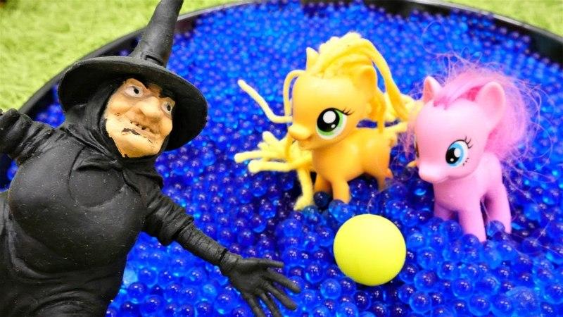 My Little pony oyunu. Cadı küçük ponyleri büyütüyor