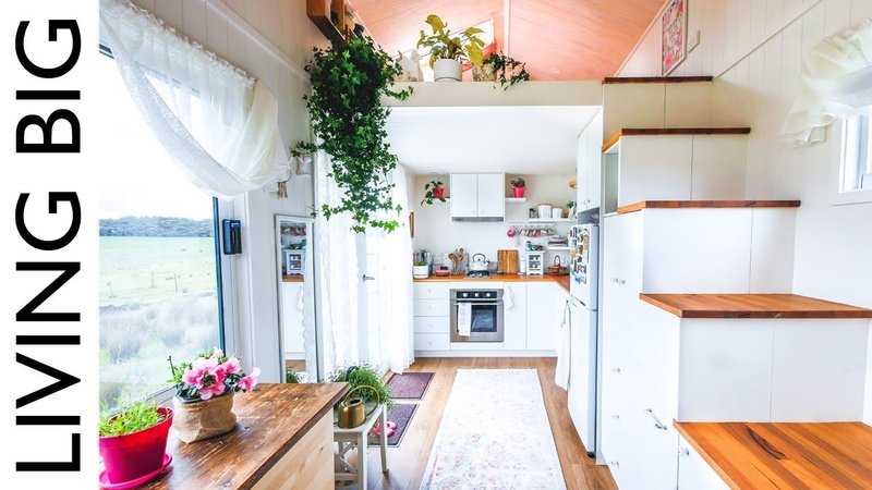 Womans Dream Tiny House Even Has A Walk-In Wardrobe || Living Big In A Tiny House