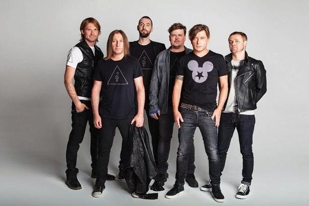 Би-2 «Би-2» - популярный музыкальный коллектив, без хитов которого уже сложно представить российскую рок-сцену. Сейчас Лева Би-2 и Шура Би-2 бессменные лидеры группы окружены славой и любовью