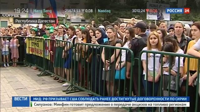 Новости на Россия 24 Песни военных лет исполнил многонациональный хор в Махачкале