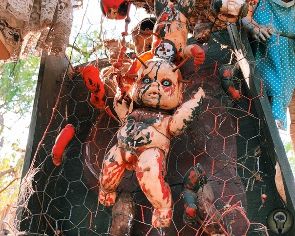 Остров кукол в Мексике. Ч.-1 Остров кукол (исп. Isla de las Muñecas) одно из самых загадочных и жутких туристических мест Мексики остров, расположенный в одном из каналов в Сочимилько, районе