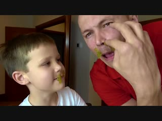 ПРАНКИ над мамой Рыгачки в еде и Какашка в воде DIY Пердушка Pranks Kids Video