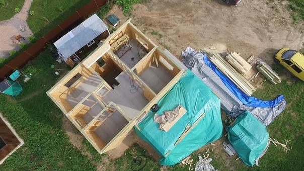 Начали монтаж чердачного перекрытия комбинированного одно-двухэтажного дома с плоской кровлей #ультрасип_балтийская_слобода 👍👌