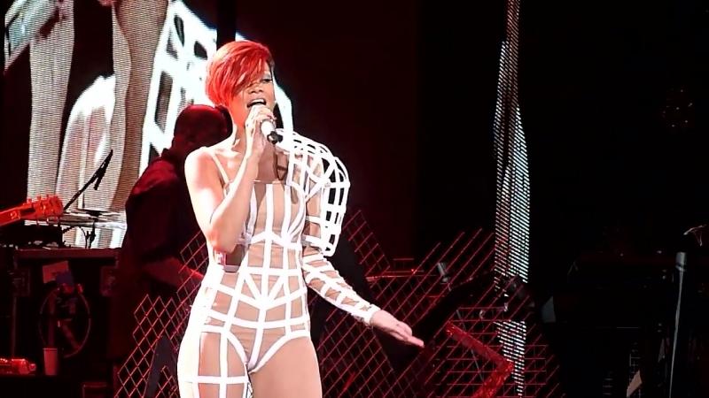 Rihanna and Eminem - Love the Way You Lie (Live @ Staples Center) [7.21.10]