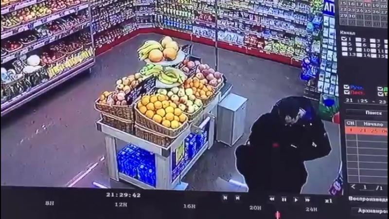 Минет в магазине