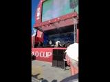Курара раскачивает болельщиков перед победой России в 18 FIFA WORLD CUP