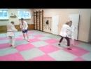 Учебные схватки на тренировке по дзюдо