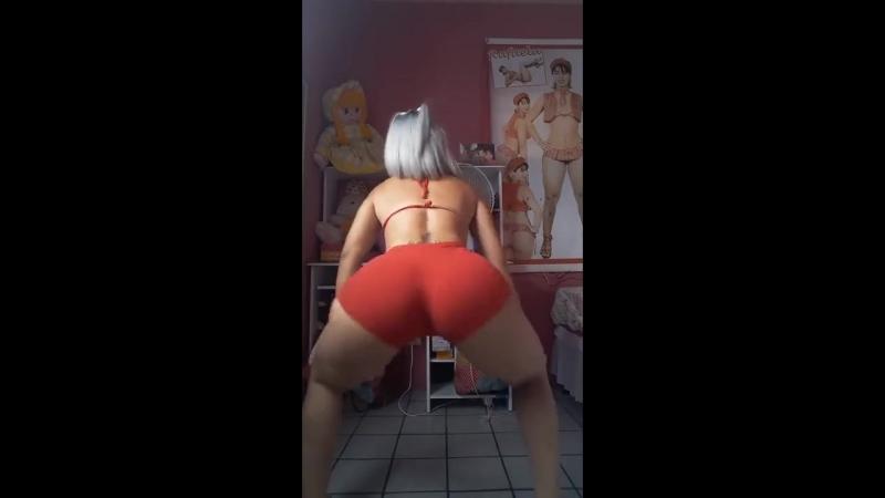 Rafaela de Melo rebolando o rabão de shortinho