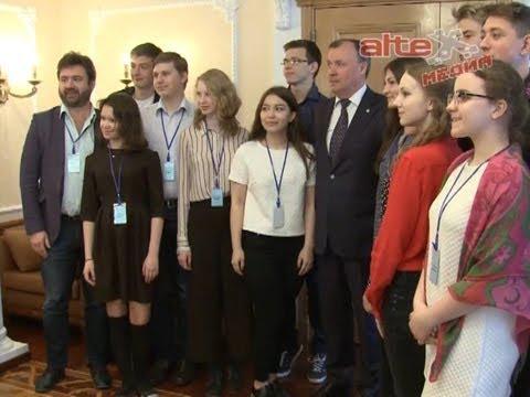 Выпускники Золотого сечения презентовали свой проект по развитию культурно - промышленного потенциала Свердловской области