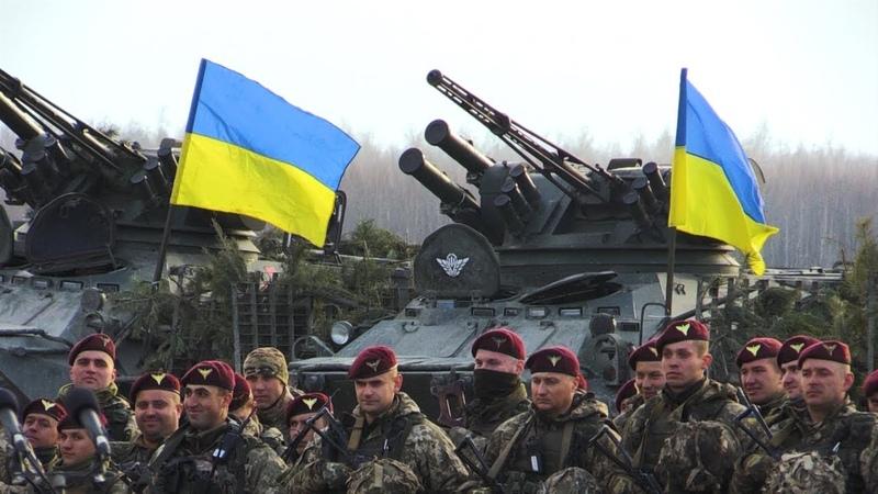 У День ДШВ у Житомирі Петро Порошенко нагородив воїнів десантників державними нагородами
