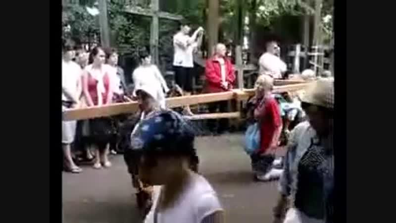 Крестный ход в Волгограде. Люди зомби