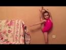 Petite fille gymnaste Elements Rhythmic gymnastics. Маленькая Девочка Гимнастка Э